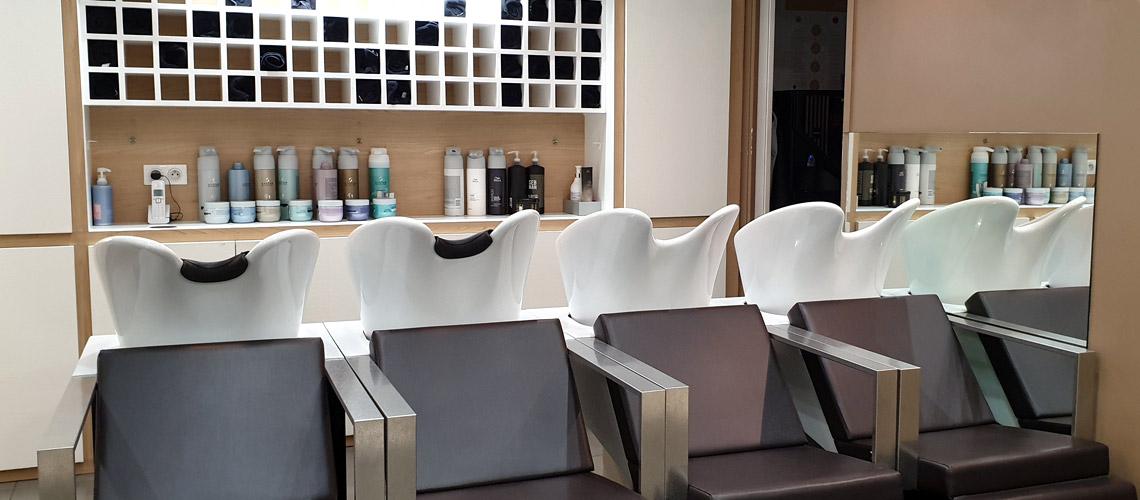 Salon de coiffure Varennes-sur-Seine 77130 Bacs et soins centre commercial le bréau à proximité de Monterault-Fault-Yonne - Homme Femme Enfants - Coiffage Technique Coloration Balayage Mèches Permanentes Lissage